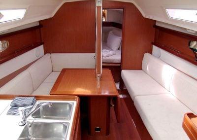 Yacht Charter Whitsundays Beneteau Oceanis 31 Saloon