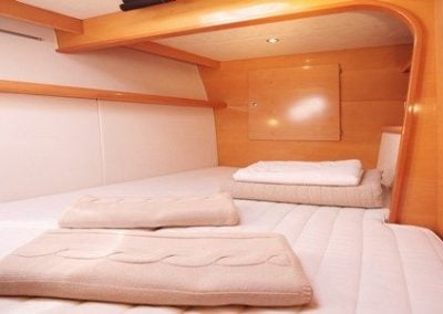 fountaine-pajot-cumberland-46-port-forward-cabin