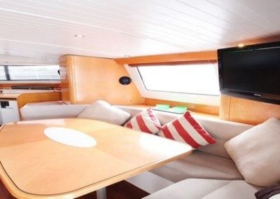 fountaine-pajot-cumberland-46-saloon