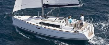 Oceanis 31 Sailing