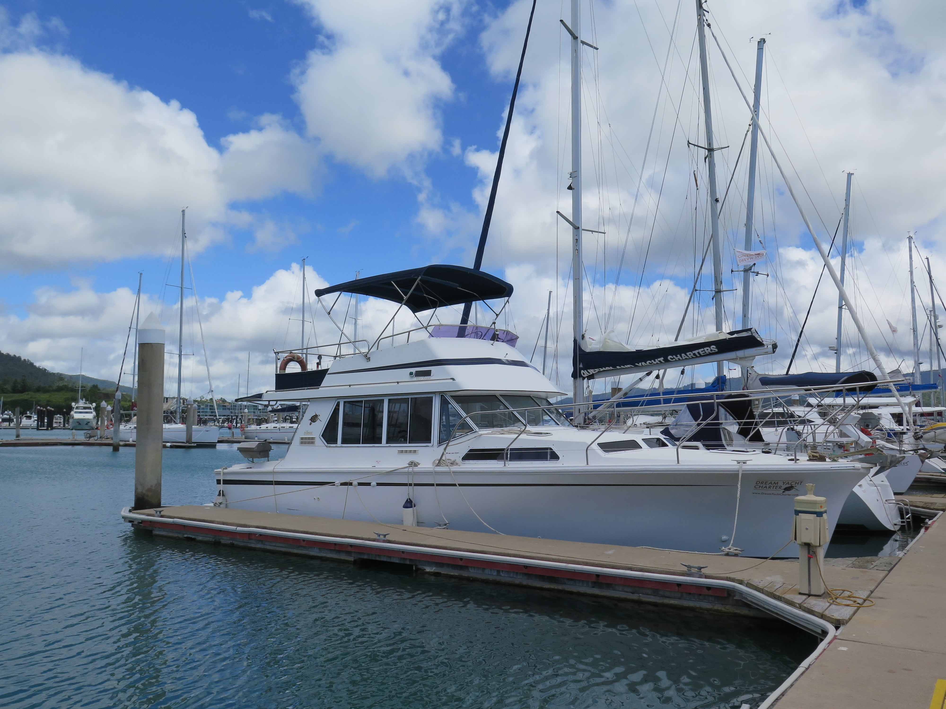 Yacht Charters: Explore the Whitsundays with a Powerboat