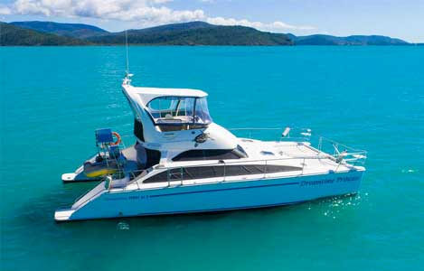 Charter a Power Vessel in the Whitsundays