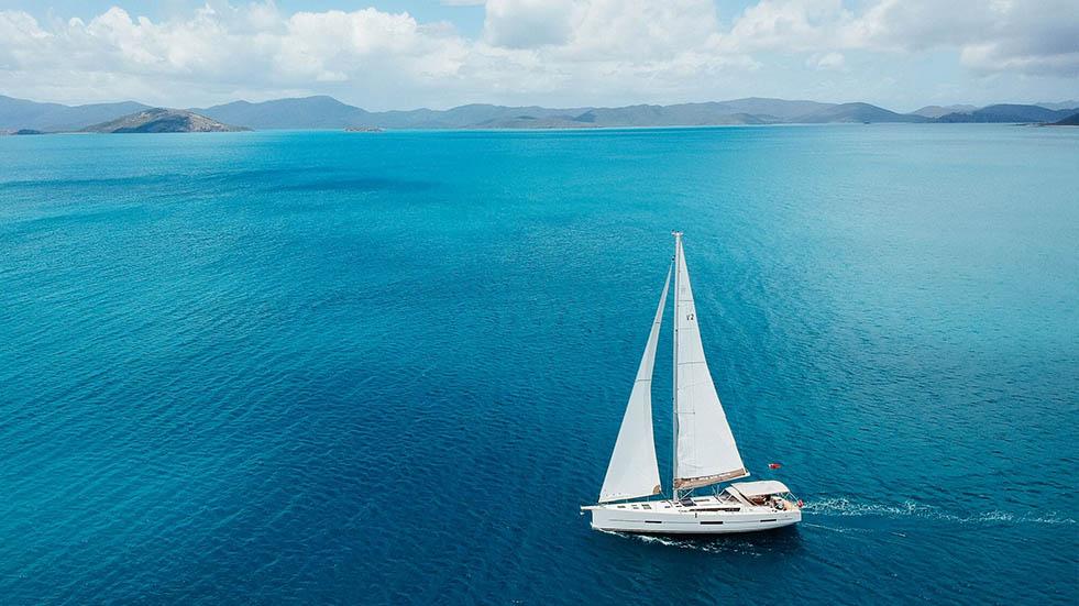 Whitsunday Yacht Charter - Bareboat Sailing | Queensland