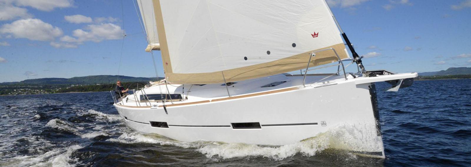 Catamaran Vs  Monohull - How to Choose? - Queensland Yacht