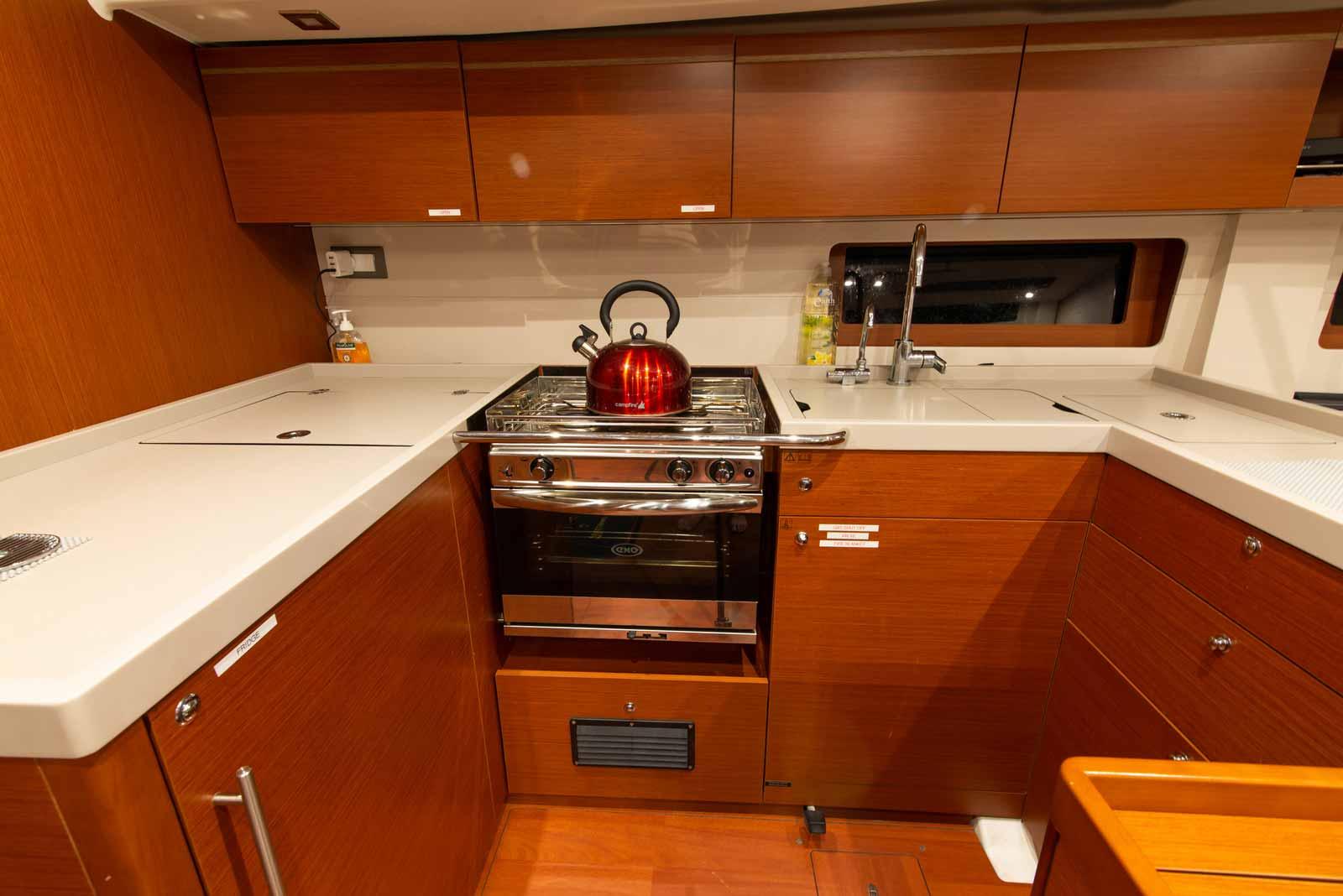 Beneteau-51.1-Interior-Kitchen