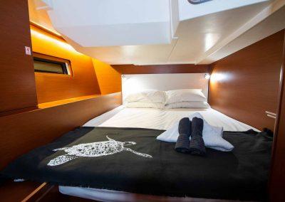 Beneteau-51.1-Interior-Starboard-Bed