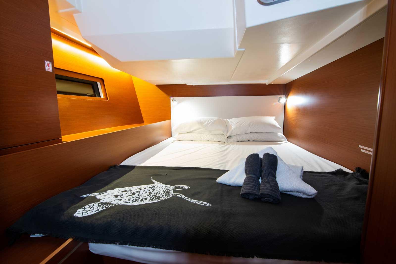 Beneteau-Oceanis-51.1-bed-three