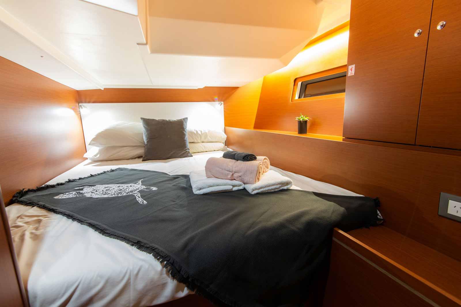 Beneteau-Oceanis-51.1-bed-two